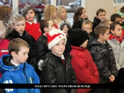 Swinemoor Primary School Sing At Tesco