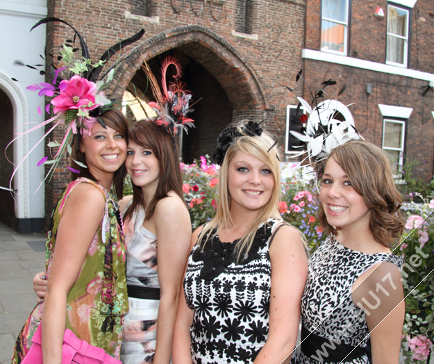 Ladies Day Beverley North Bar Within