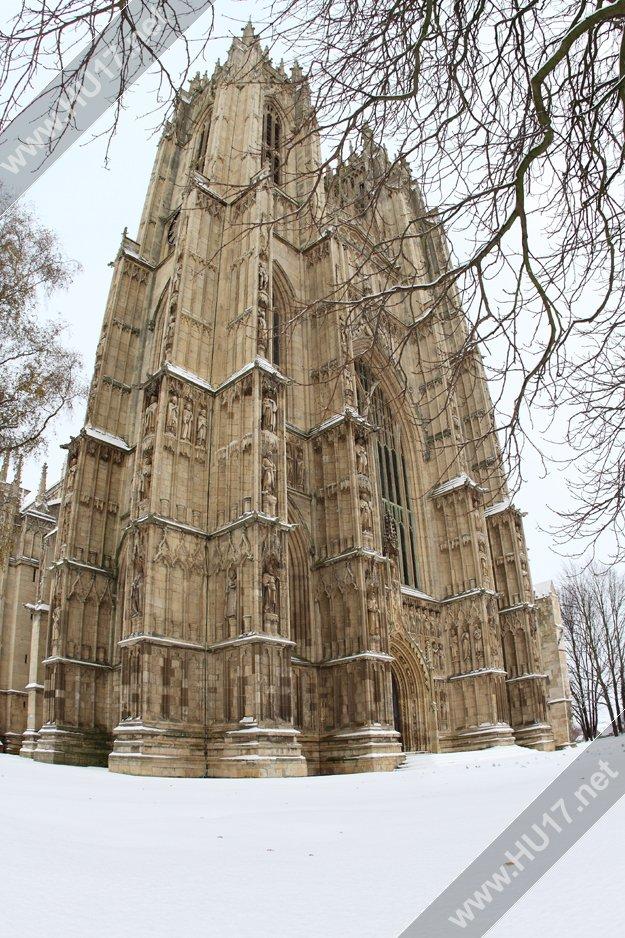 Snowing_Beverley_Main