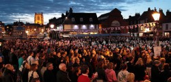 Beverley signed off the Queen's Diamond Jubilee with a spectacular show in Saturday Market. Thousands of people gathered in Saturday Market were treated to a good old fashioned knees up and a fire work display