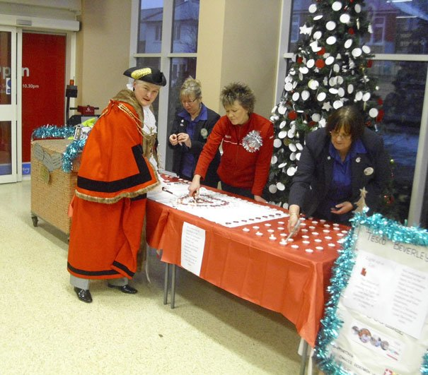 TESCO BEVERLEY'S LIGHT UP A LIFE CHRISTMAS TREE RAISES £435 FOR CANCER RESEARCH UK