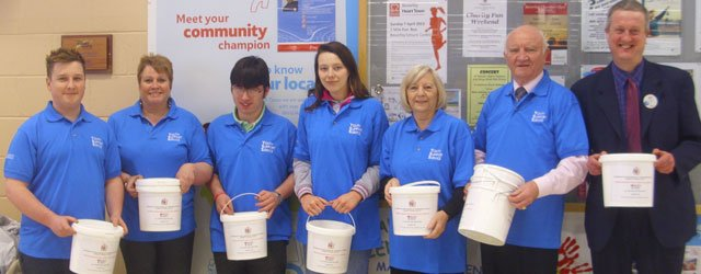 Beverley Shoppers Support The Chairman Of ERYC Tesco Charity Bag Pack