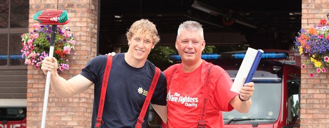 Fire Service Wash Motors To Raise Money For Charity