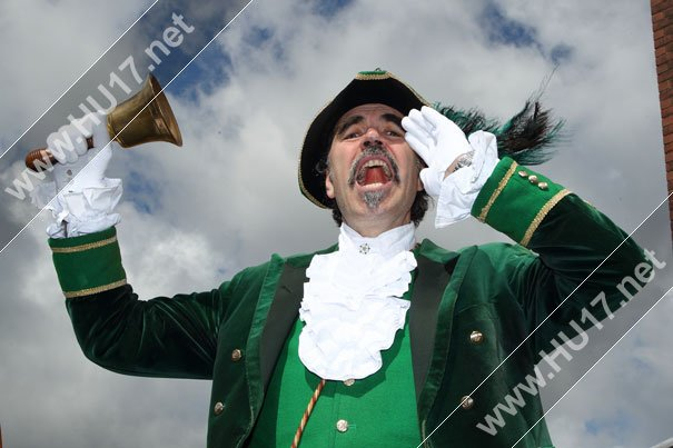 Something To Shout About : Britain's Best Dressed Town Crier