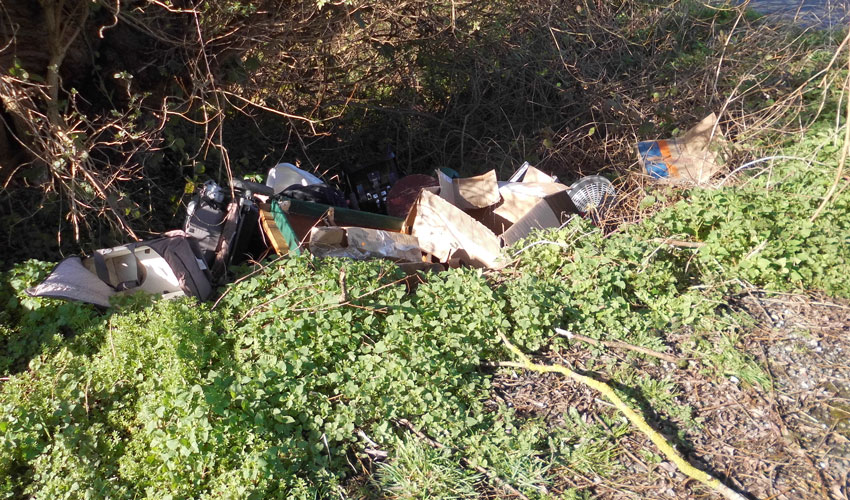 Fly-Tipper Fined After Dumping Rubbish On Long Lane In Beverley