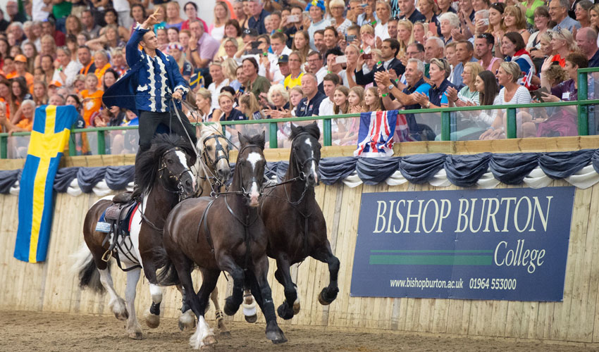 Spectacular Opening Ceremony Opens Pony Championships