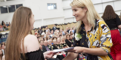 Helen Skelton Urges College Students To Seize Their Moment