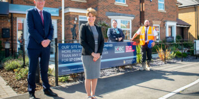 Housebuilder Welcomes Kingston Upon Hull West And Hessle MP Following Site Manager Award